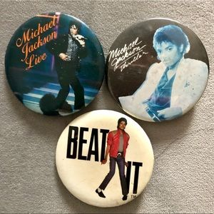 Lot of 3 Michael Jackson concert buttons Collector
